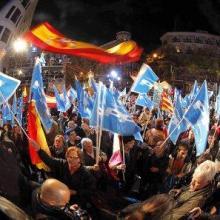 Испанские консерваторы - Народная партия - празднуют победу.