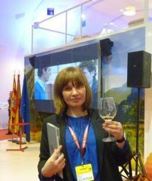 Brindando por éxito del negocio español en el mercado ruso, en una de las ediciones del prestigioso encuentro internacional FITUR.