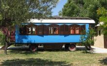 Старинное передвижное цыганское жилище приютит и вас в кемпинге под Аликанте.